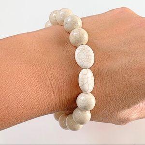 Jewelry - NWT white/cream Howlite Gemstone stretch bracelet.